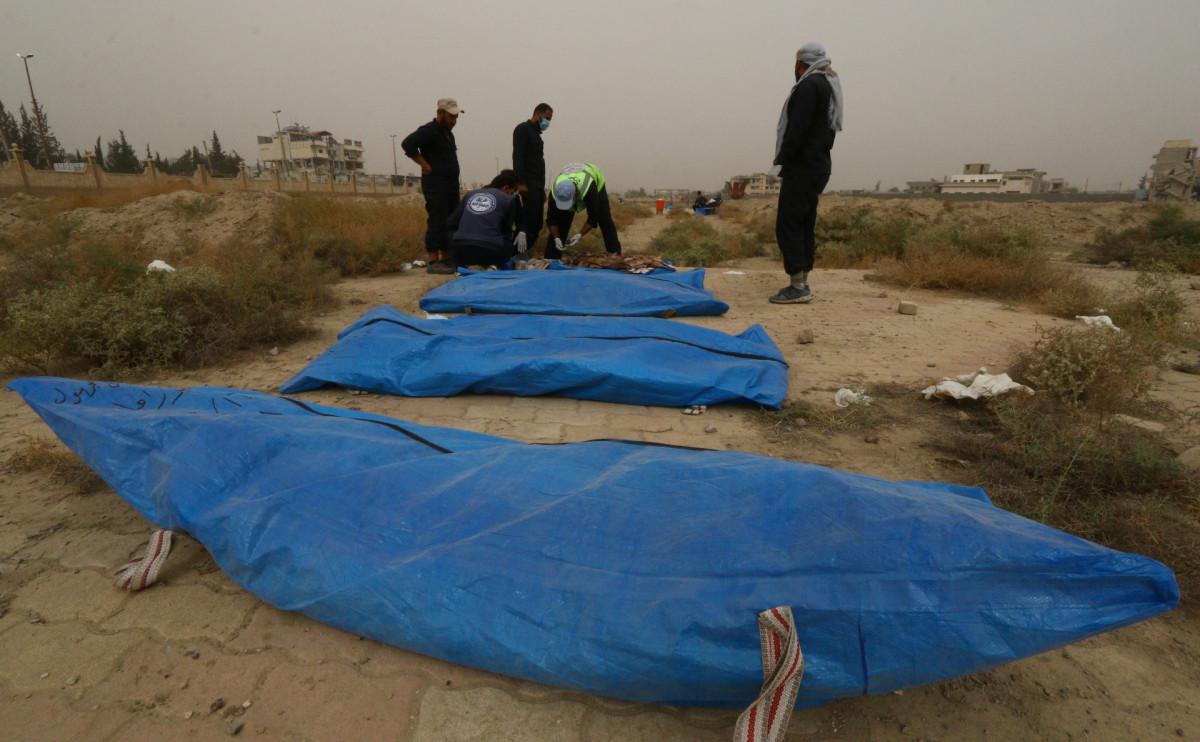 Тела из захоронений близ Ракки, найденные в октябре 2018 года