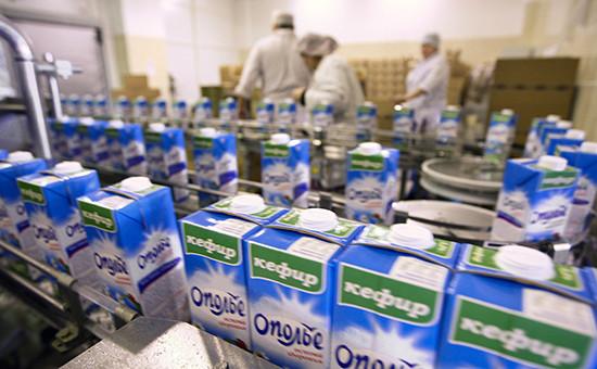 Конвейер фасовки кефира водном изцехов молочного производства продукции «Ополье»,январь 2010 года