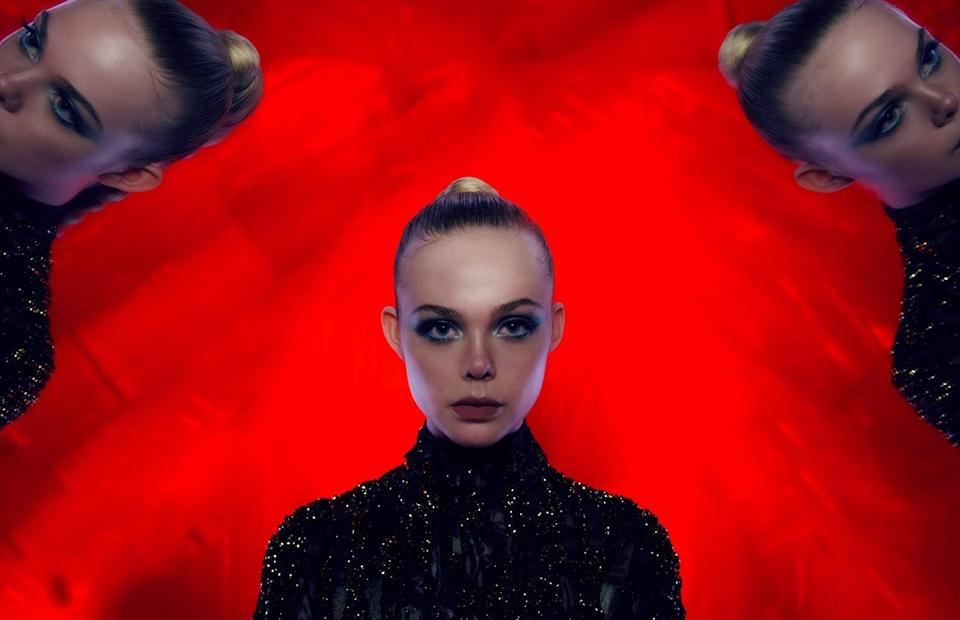 Кадр из фильма открытия фестиваля «Неоновый демон»