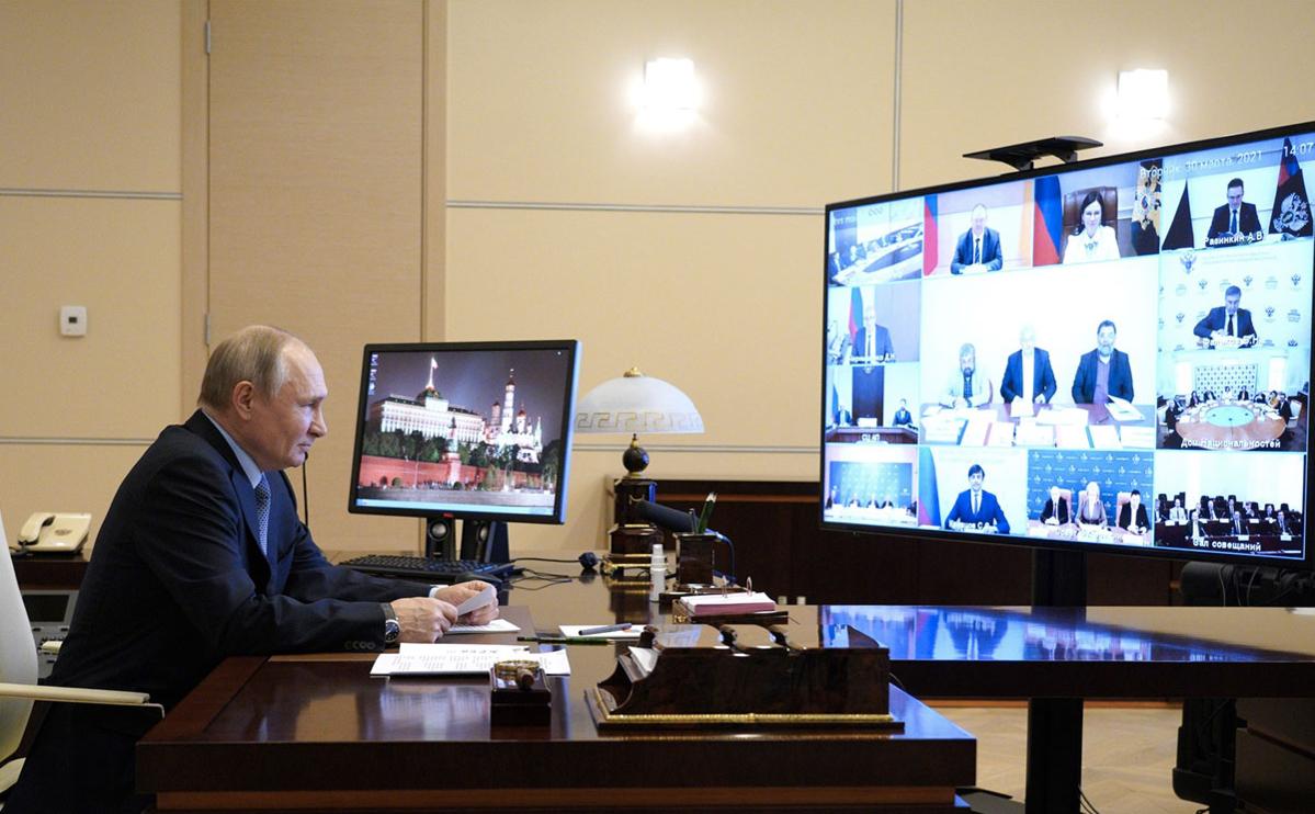 Владимир Путин во время заседания совета по межнациональным отношениям