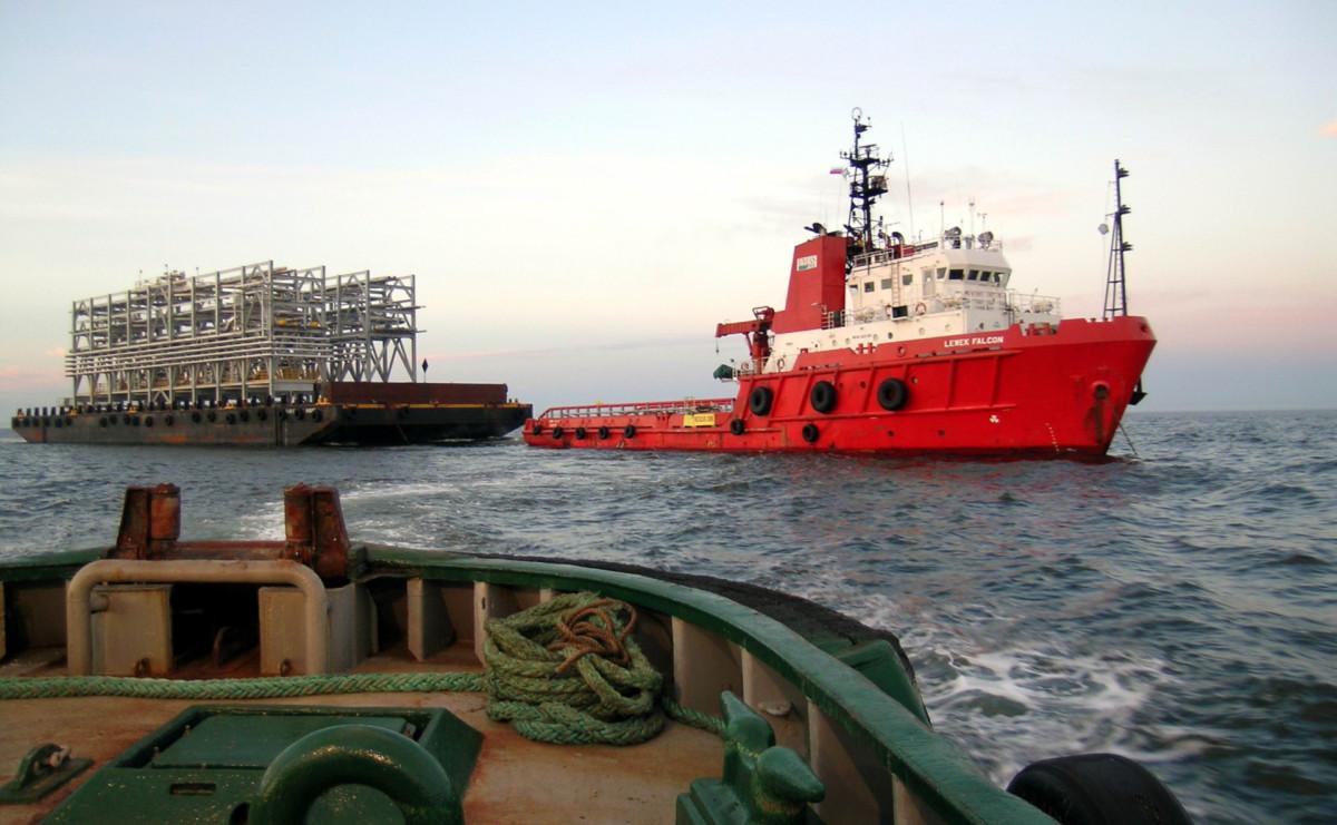 Доставка грузов для проекта «Сахалин-1» в район залива Чайво