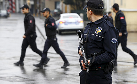 Сотрудники полициив Стамбуле, март 2016 года
