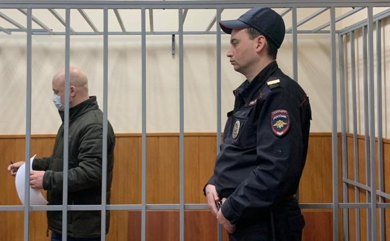 Александр Краковский (слева) на заседании Басманного суда