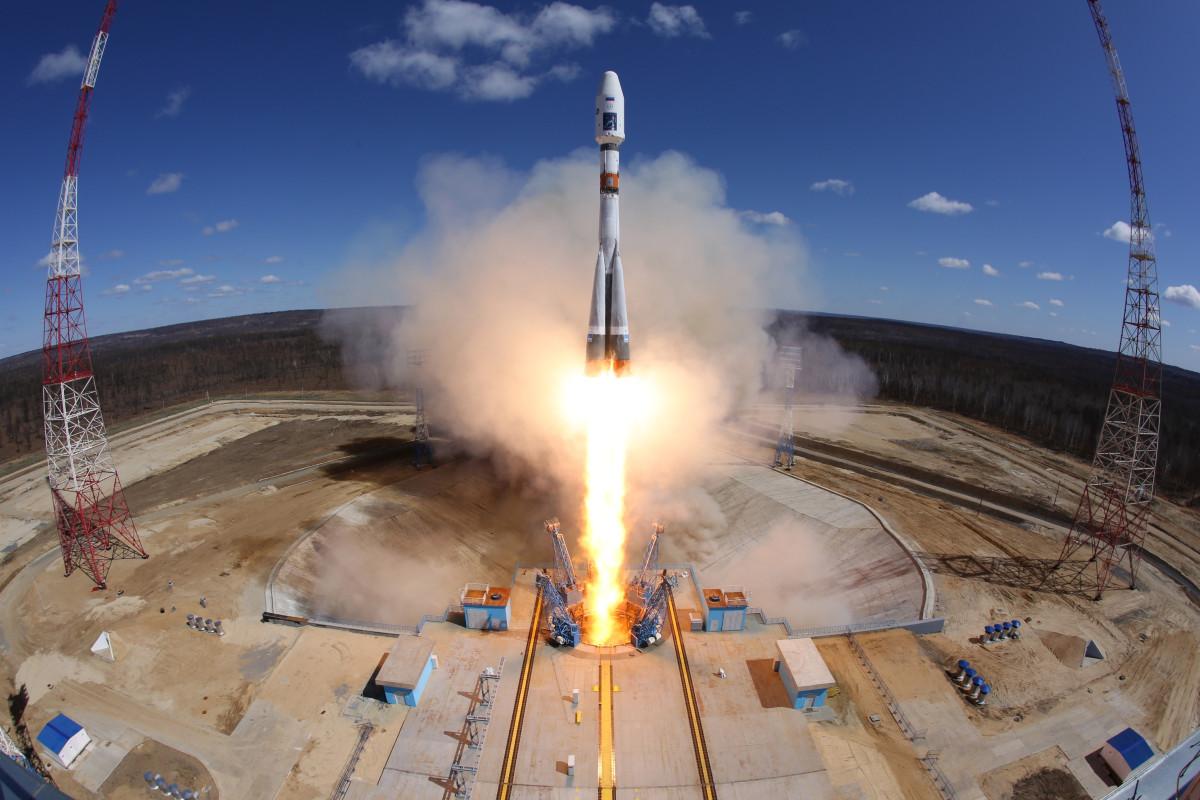 Ракета-носитель «Союз-2.1а» вовремя запуска состартового комплекса космодрома Восточный