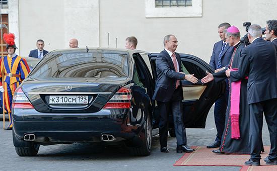 Президент России Владимир Путин прибыл на встречу с папой Франциском