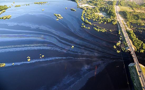 Крупный разлив нефти под Нефтеюганском