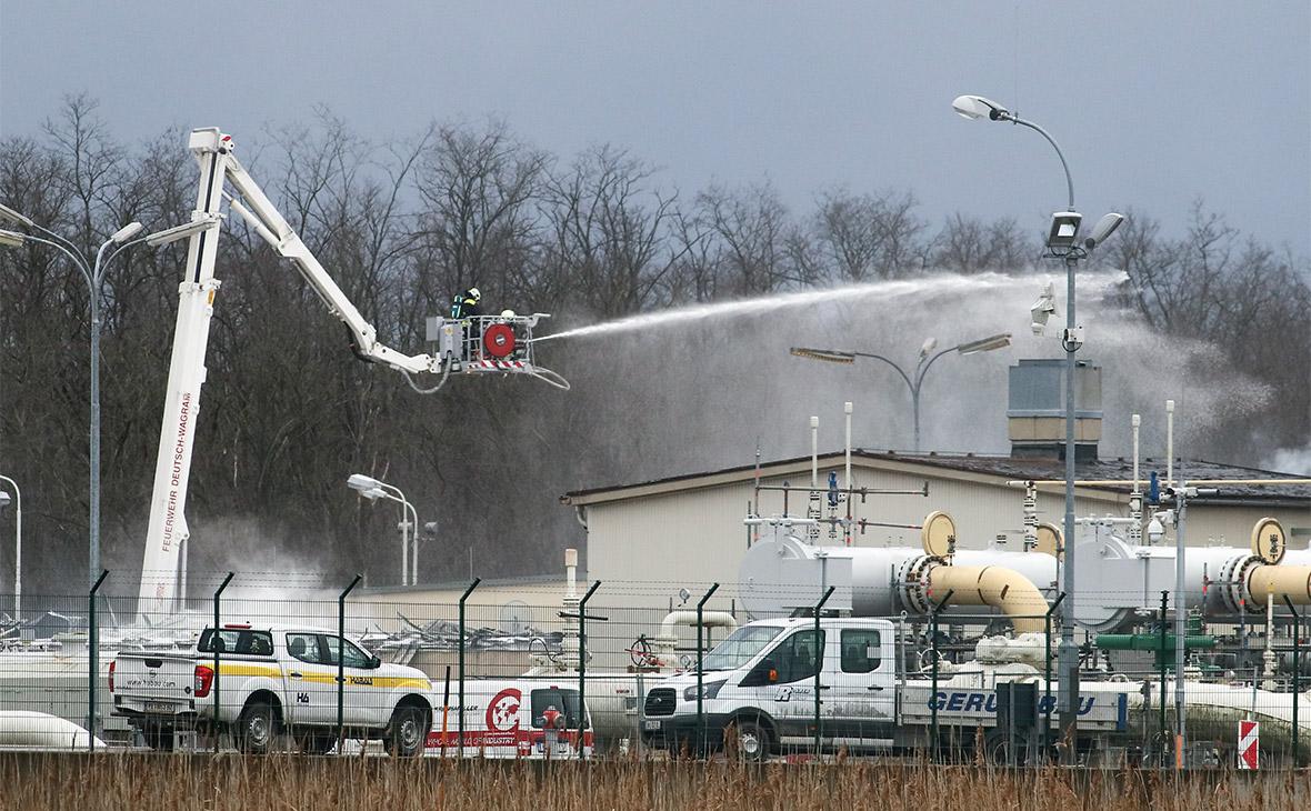 Тушение пожара на газораспределительной станции близ австрийского города Баумгартен