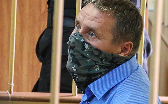 Заместитель начальника управления собственной безопасности Следственного комитета России Александр Ламонов, задержанный по подозрению в превышении должностных полномочий и получении взяток от представителей криминального сообщества, во время рассмотрения ходатайства об аресте в Лефортовском суде, 19 июля 2016 года