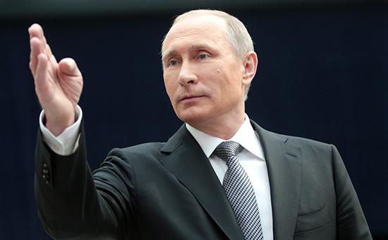 Президент РФ Владимир Путин послепрограммы «Прямая линия сВладимиром Путиным» вГостином дворе