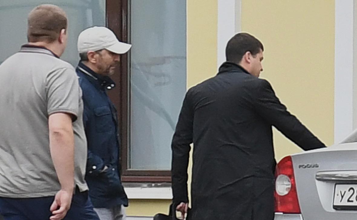 Умар Джабраилов (в центре)