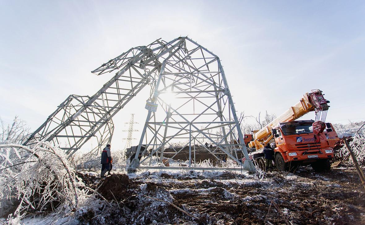 Демонтаж повалившейся ЛЭП в городе Владивостоке