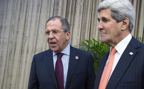 Министр иностранных дел России Сергей Лавров (cлева) и госсекретарь США Джон Керри на саммите АТЭС в Пекине