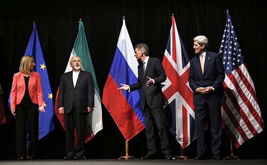 Сбор участников венских переговоров посирийской проблеме дляофициального фотографирования. На фото (второй слева) — министр иностранных дел Ирана Мохаммад Джавад Зариф