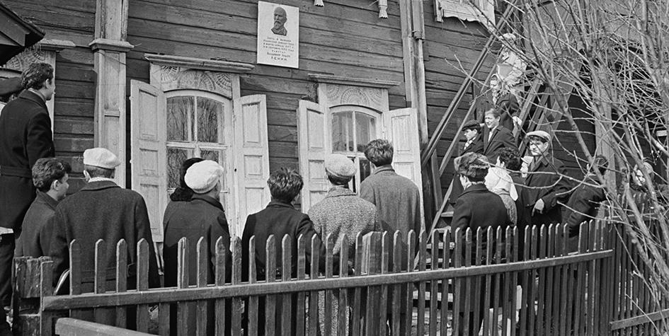 Здание, в котором жил В. И. Ленин, ожидая навигации перед отправкой в Шушенскую ссылку. Фото 1965 года