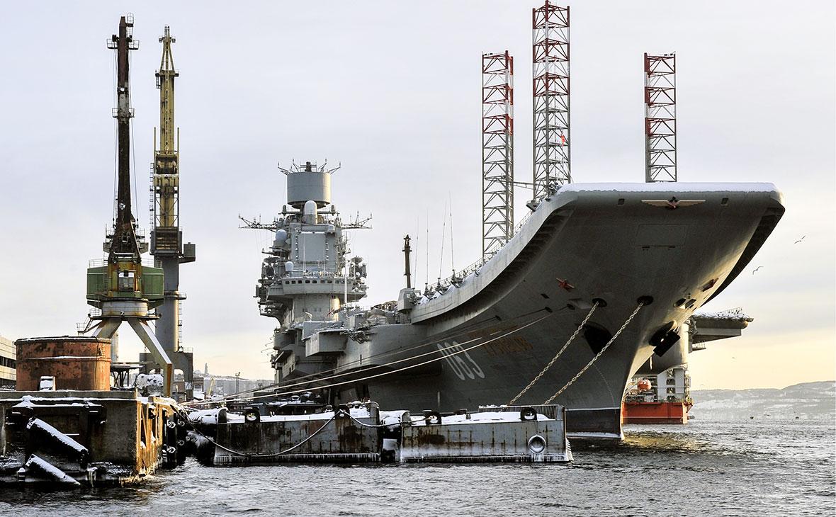Крейсер «Адмирал Кузнецов» в порту Мурманска