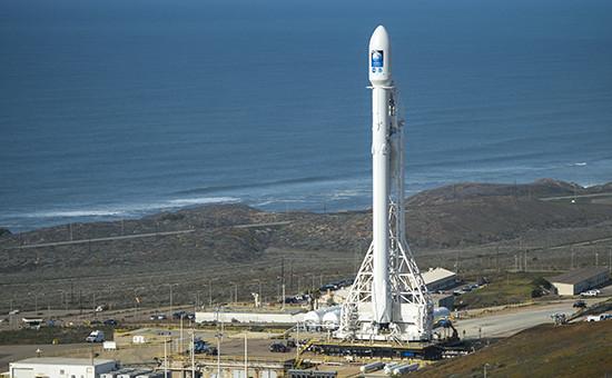Ракета-носитель Falcon 9 со спутникомJason-3 набазе ВВС США Ванденберг в Калифорнии, США