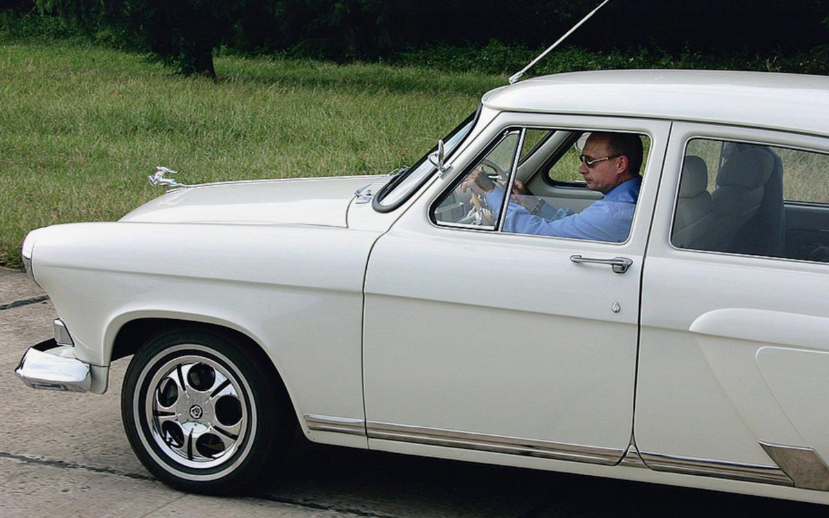 Владимир Путинза рулём ГАЗ-21 «Волга» 1956г. выпуска