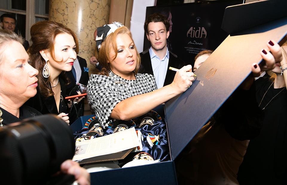 Анна Нетребко на автограф сессии