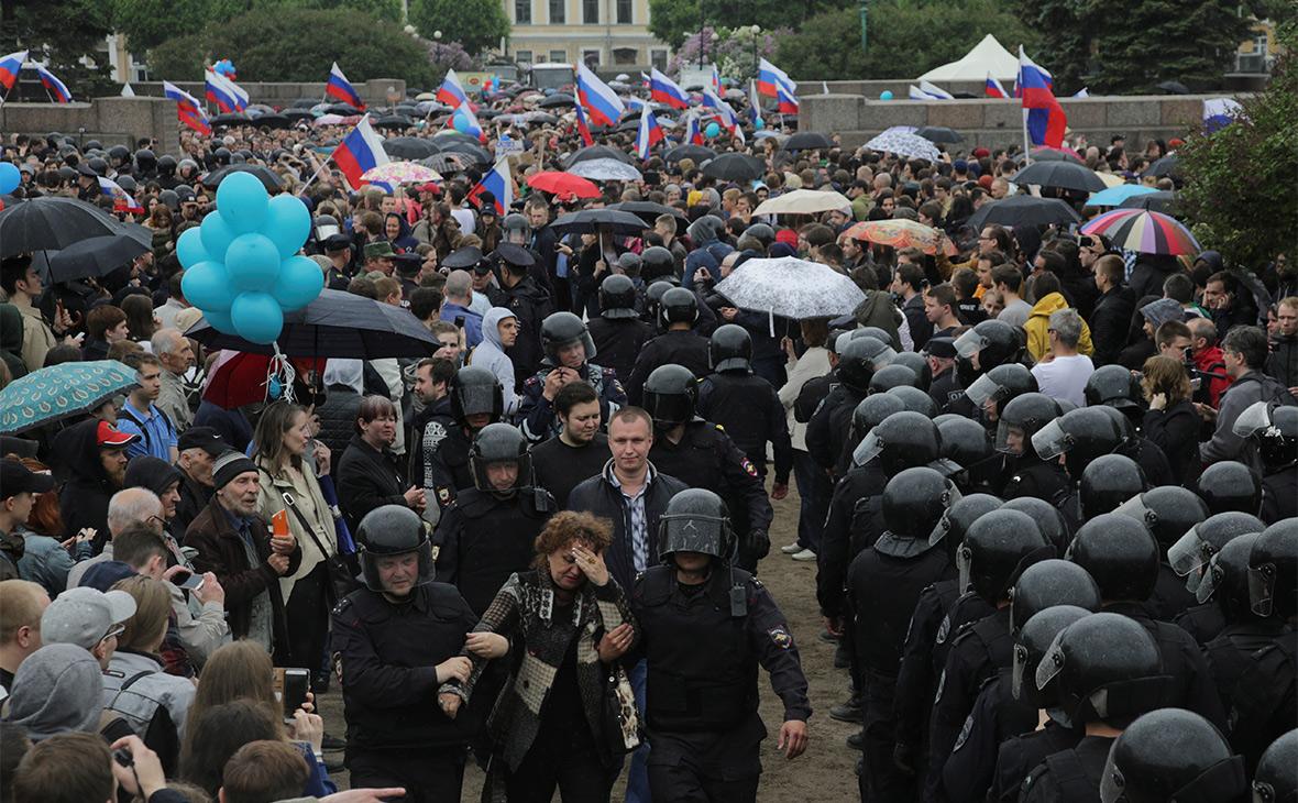 Во время акции 12 июня в Санкт-Петербурге
