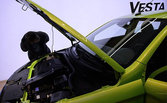 Отечественный седан Lada Vesta водном изавтоцентров Санкт-Петербурга