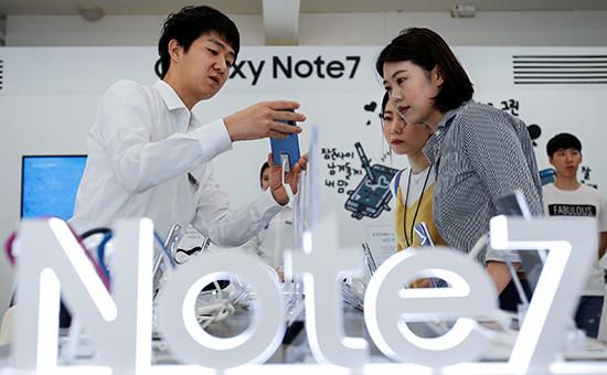 Продажасмартфонов Galaxy Note 7 в Сеуле, Южная Корея