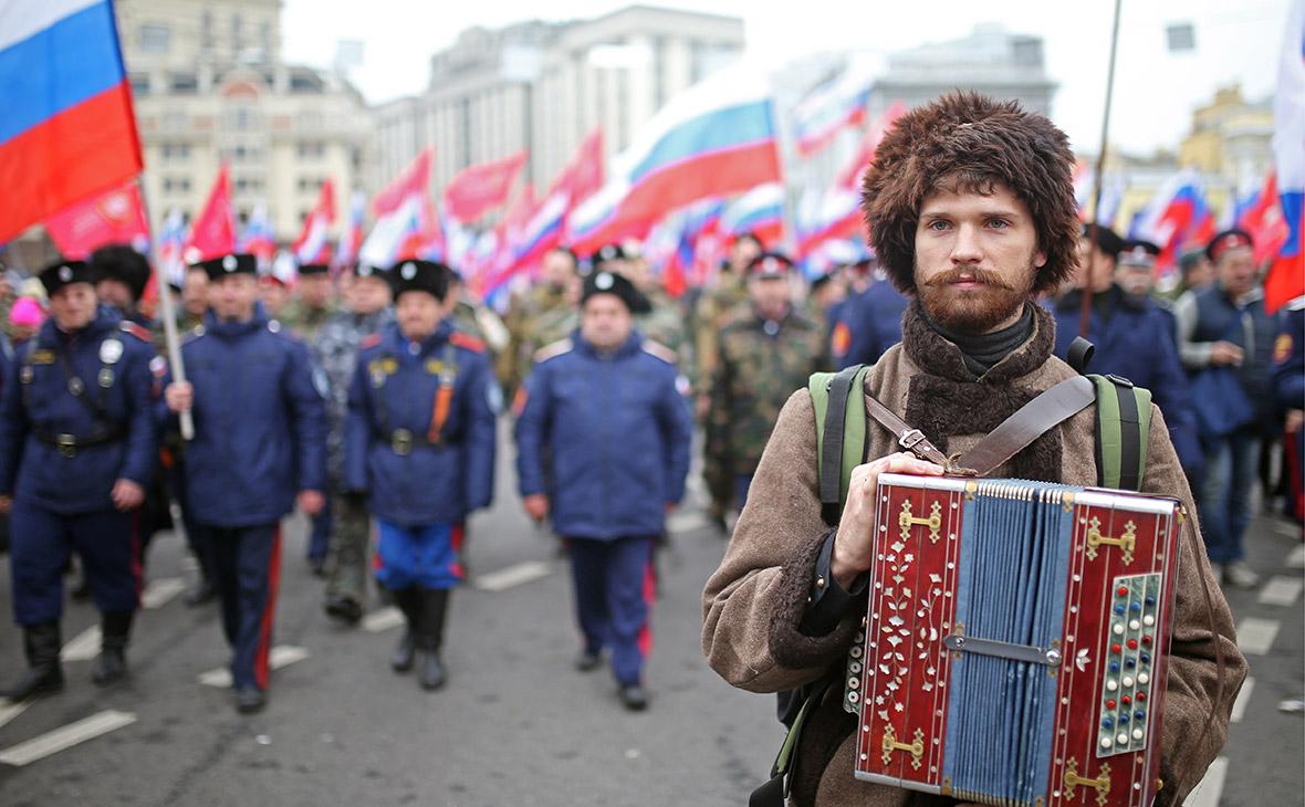 Участник праздничного шествия в честь Дня народного единства в Москве