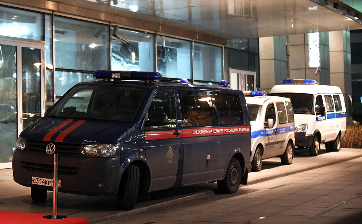 Автомобили правоохранительных органов у центра «Москва-Сити»