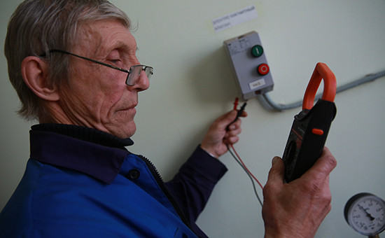 Пенсионер, работающий электриком