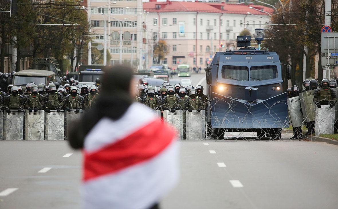 Белорусские правоохранительные органы во время митинга оппозиции за отклонение результатов президентских выборов в Минске, Беларусь