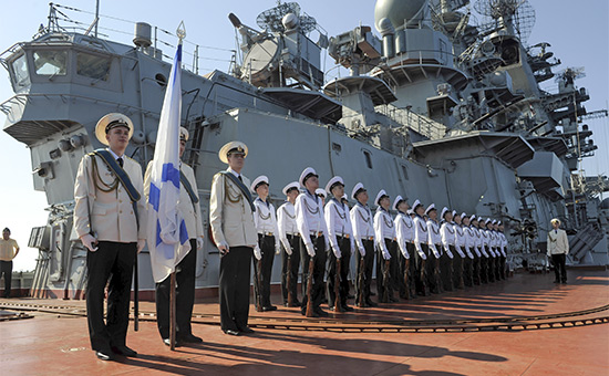 Матросы крейсера «Петр Великий» впорту Тартуса