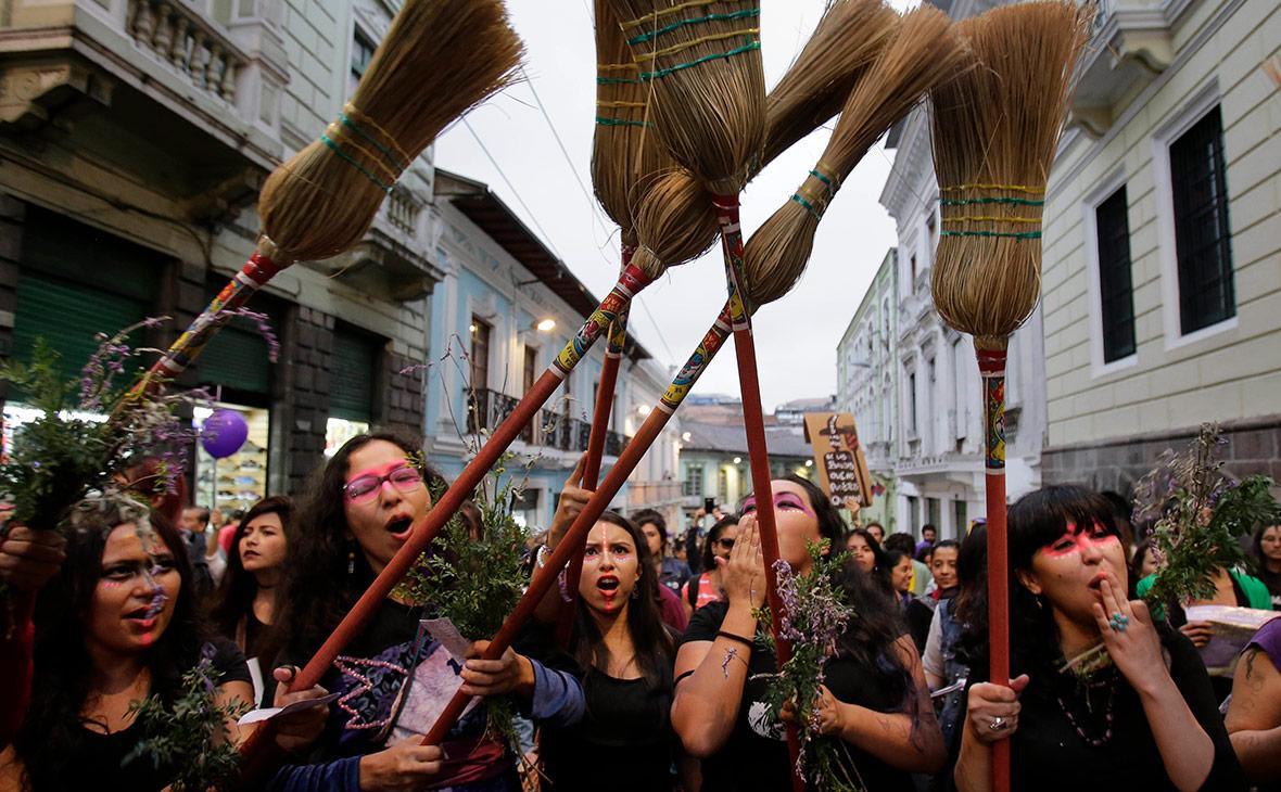 Марш феминисток в Эквадоре. Ноябрь 2016 года