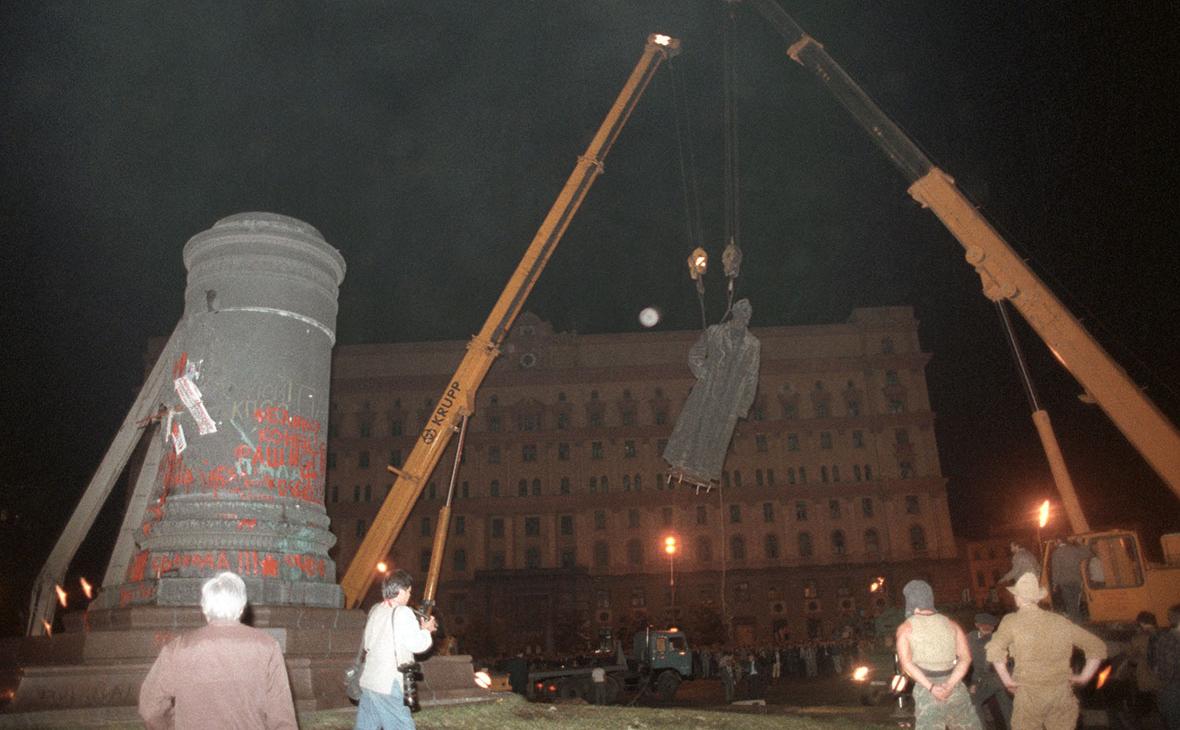 Демонтаж памятника ФеликсуДзержинскому в Москве, 1991 г.