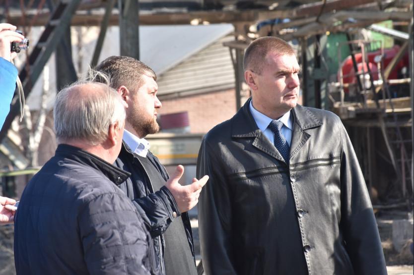 Заместитель министра транспорта и дорожного хозяйства Новосибирской области Сергей Ставицкий (справа)
