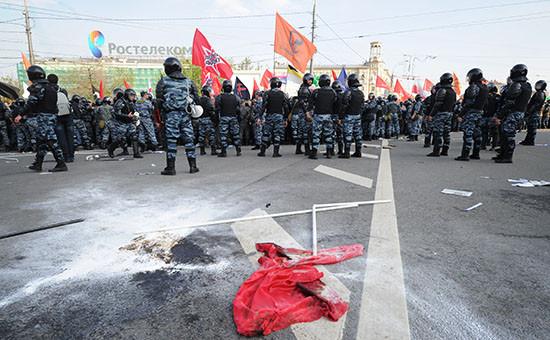 Сотрудники правоохранительных органов во время митинга «Марш миллионов» на Болотной площади, 6 мая 2012 года