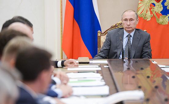 Президент России Владимир Путин на совещании с членами правительства, 22 июля 2016 года