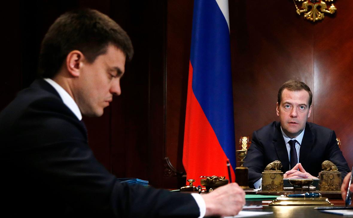 Михаил Котюков (слева) и Дмитрий Медведев