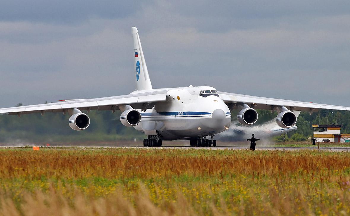 Тяжелый транспортный самолет Ан-124
