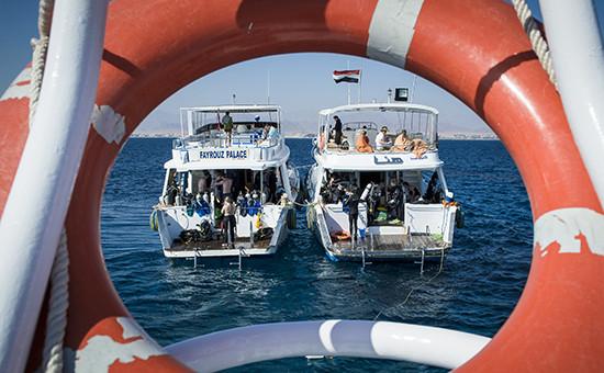 Туристы вовремя морской экскурсии вШарм-эль-Шейхе