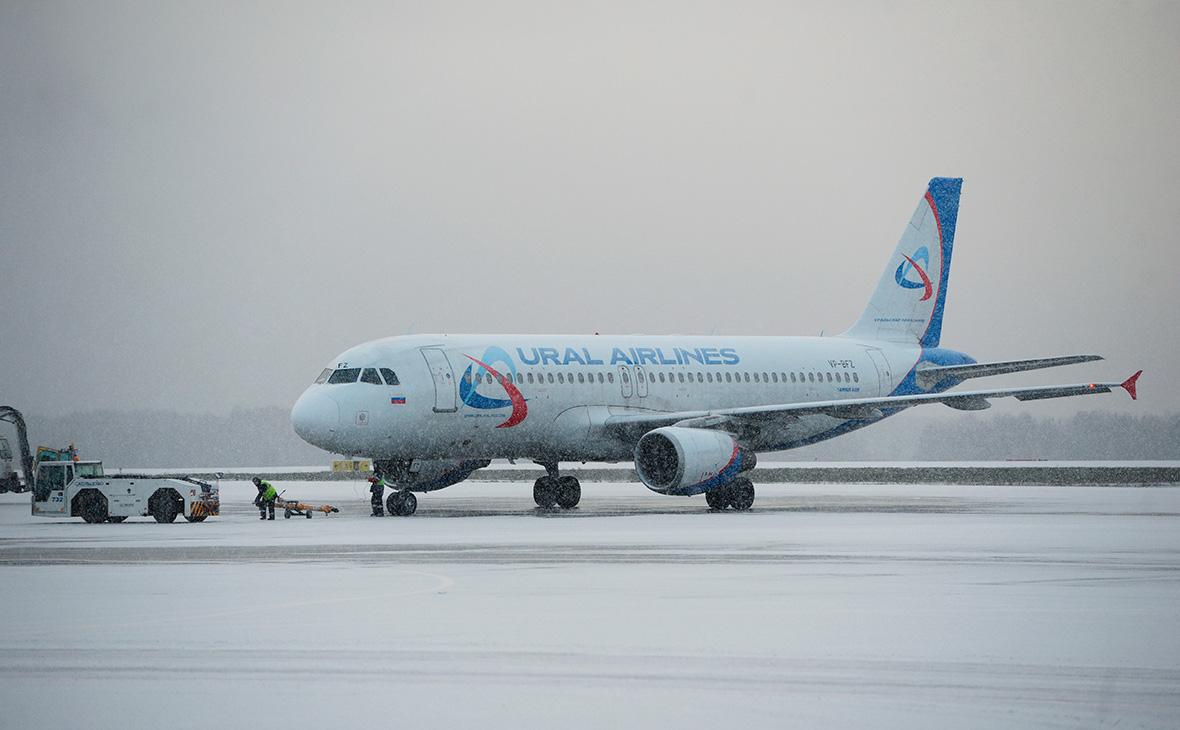 Самолет Airbus A320 авиакомпании «Уральские авиалинии»