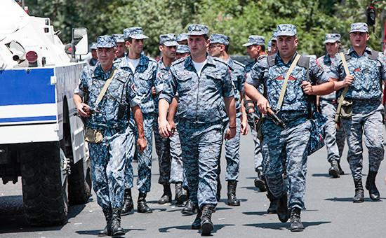 Сотрудники полиции в Ереване.17 июля2016 года
