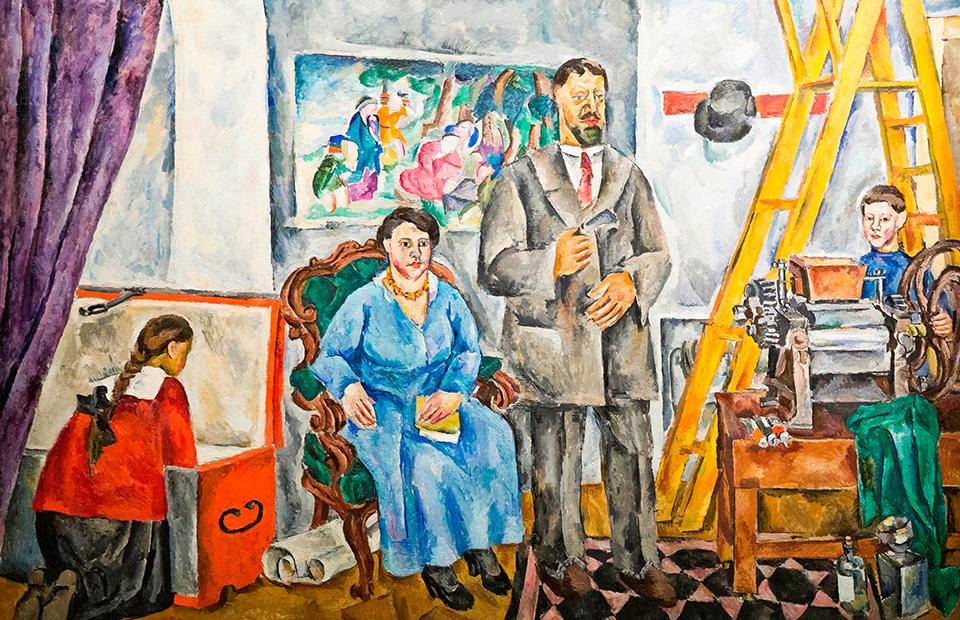 Выставка «Sotheby's — 10 лет в России»пройдет в Ивановском зале Российской государственной библиотеки и будет открыта для публики 24 мая с 10:00 до 16:00.  На фото: Петр Кончаловский. «Семейный портрет в мастерской», 1917
