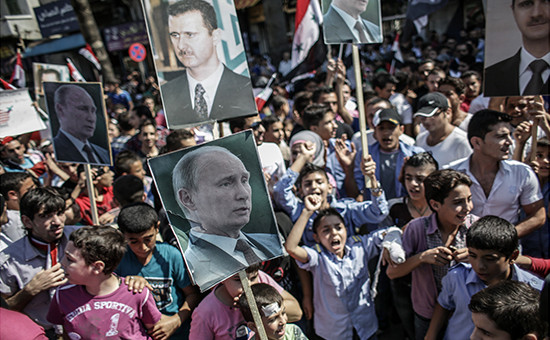 Участники митинга в поддержку президента Сирии Башара Асада и президента России Владимира Путин в Латакии, Сирия. Архивное фото
