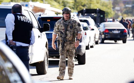 Сотрудники полиции наместе стрельбы вСан-Бернардино, США
