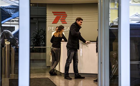 Стойка администратора привходе вштаб-квартиру группы компаний «Ренова»