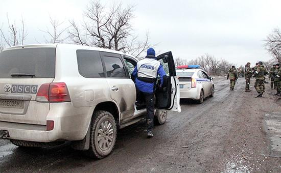 Наблюдатели ОБСЕ в зоне конфликта на востоке Украины. Архивное фото