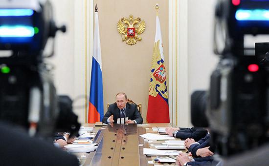 Президент России Владимир Путин в Кремле на заседании Совета при президенте по противодействию коррупции