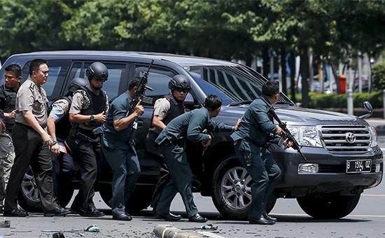 Индонезийские полицейские врайоне происшествия