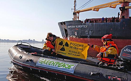 Акция «Гринпис» в Санкт-Петербурге против ввоза ядерных отходов, апрель 2010 г.