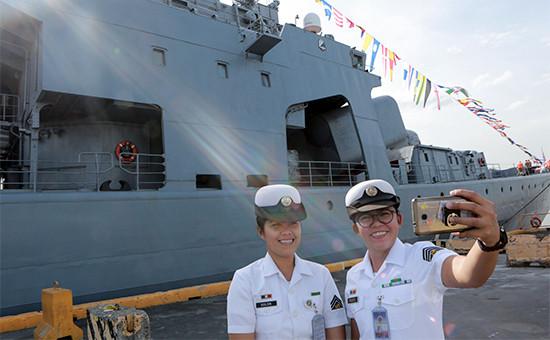 Во время церемонии встречи большого противолодочного корабля Тихоокеанского флота России «Адмирал Трибуц» наФилиппинах