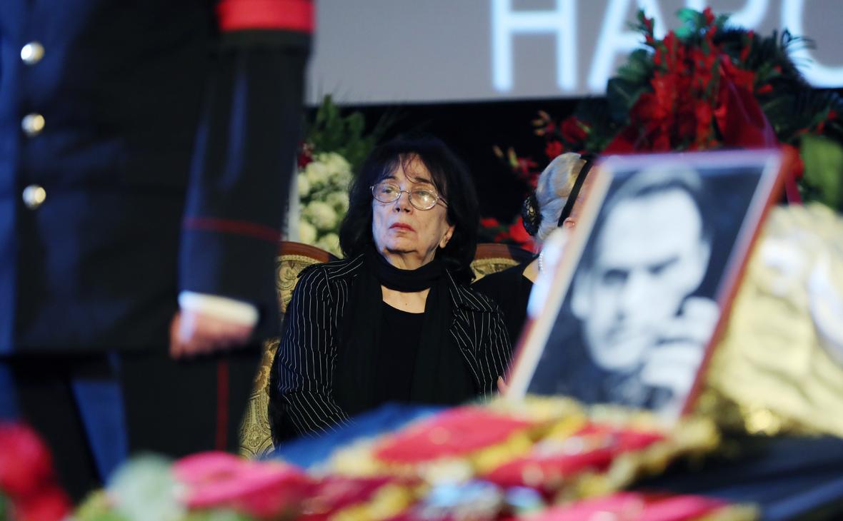 Вдова актера Алексея Баталова Гитана Леонтенко во время гражданской панихиды в Доме кино